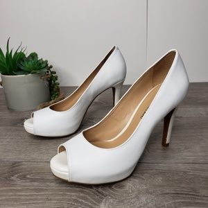 Antonio Melani NWOT leather white peep toe pumps 7